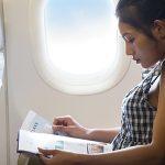 長いフライトの時間を有効活用する「機内の暇つぶし」3選