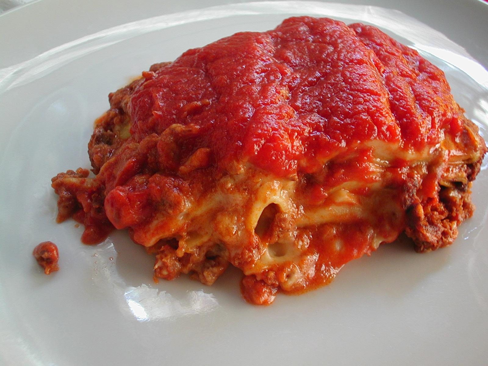 トマトソースを使ったパスタ料理