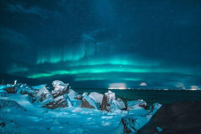 アイスランド・レイキャヴィークのオーロラ