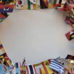 並べられた世界各国の国旗