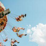 遊園地のアトラクションのイメージ写真