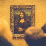 モナリザの絵を見る人々