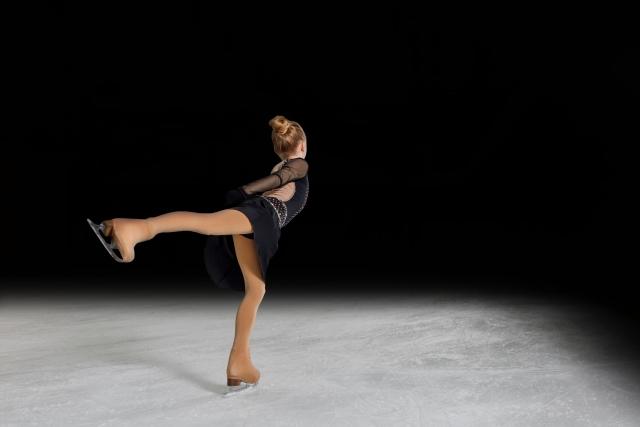 フィギュアスケートする女の子