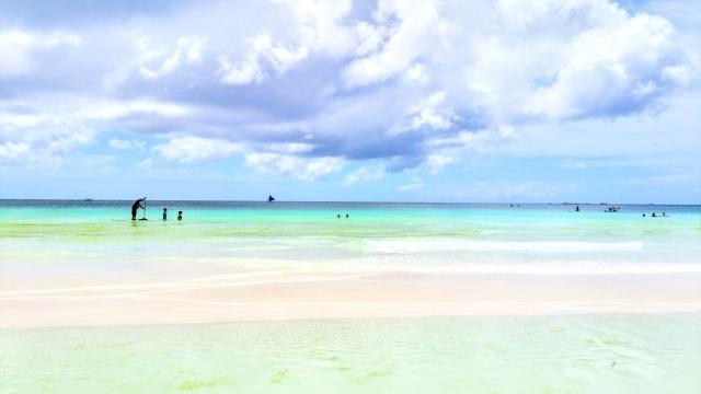 ボラカイ島のホワイトサンドイーチ