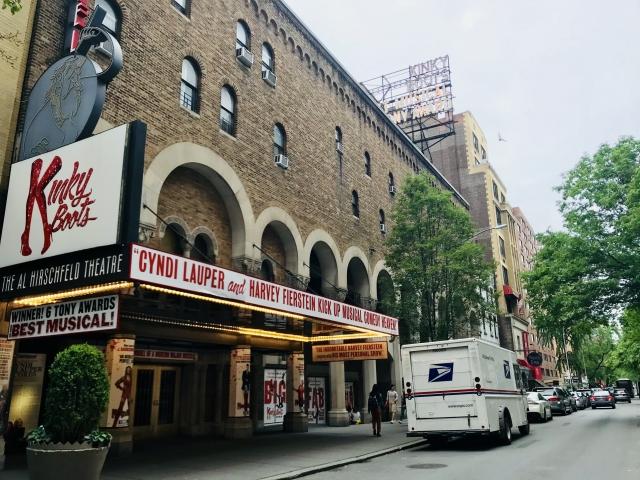 ニューヨークのブロードウェイのミュージカル看板