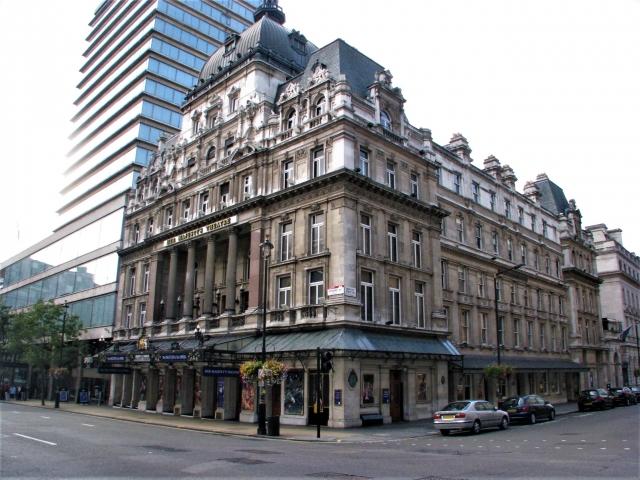 ロンドンのハー・マジョスティーズ劇場
