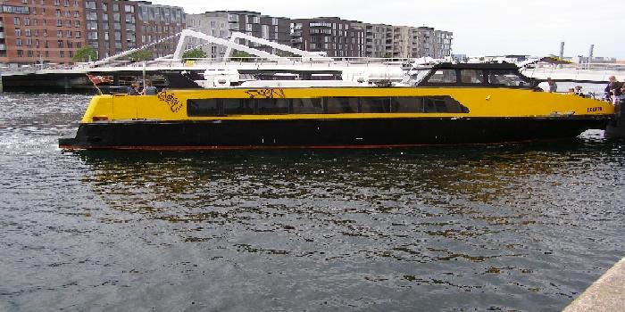 ニューハウンとオペラハウスを結ぶ水上バス