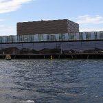 運河から見た演劇劇場